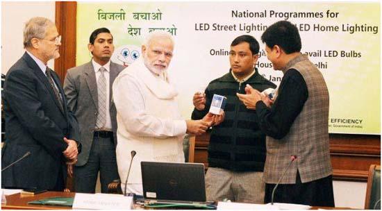 LED-Delhi-India- Alumbrado Público-bombillas-iluminación doméstica eficiente
