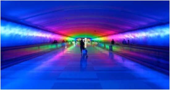 túnel- luces- Detroit- aeropuerto- instalación lumínica