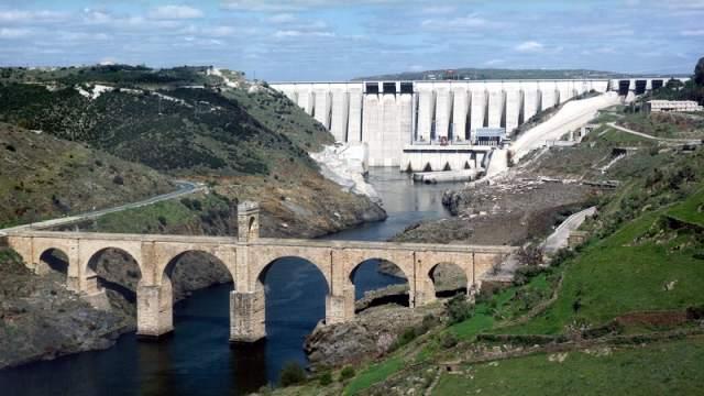 Central Hidroeléctrica José María de Oriol y puente romano2