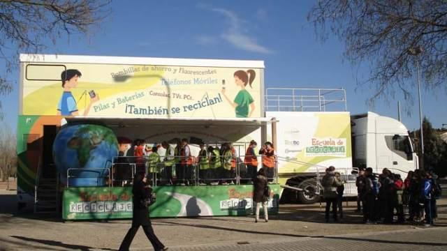 """""""Escuela de Reciclaje""""- AMBILAMP-ECOPILAS-Gijón- aparatos eléctricos y electrónicos- RAEE"""