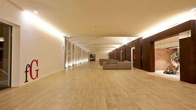 Arquitectura aprovecha al m ximo la luz en el velatorio de for Decoracion iluminacion led