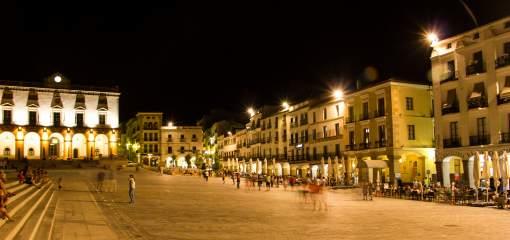 Cáceres, Plaza May, alumbrado público