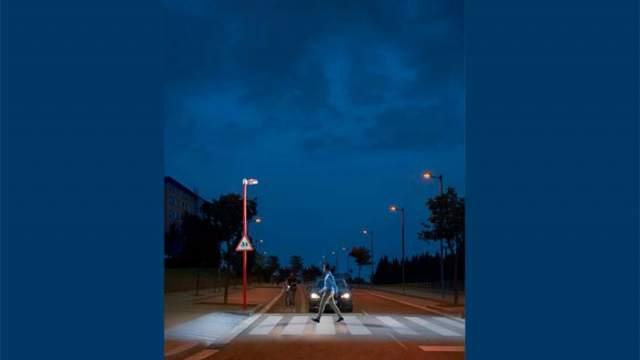 Iluminación- LED- Simon Lighting- pasos peatonales- Puntos de Luz Trafic- luz- deslumbramiento-peatón-conductor