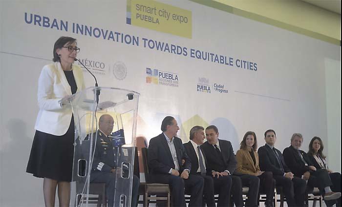 Junto al ex alcalde de Medellín, Aníbal Gaviria, el alcalde de Puebla Tony Galiparticipó en el Diálogo entre Puebla y Medellín: La Equidad como Prioridad de la Acción Local, dentro de Smart City Expo Puebla,