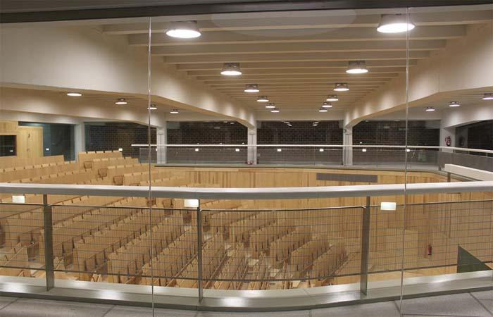 Led de ignialight ilumina escuela tecnica arquitectura de for Arquitectura granada