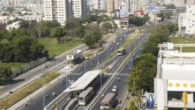 Viaje - redes de transporte ecológicas - contaminación ambiental – coche - transporte público- transporte
