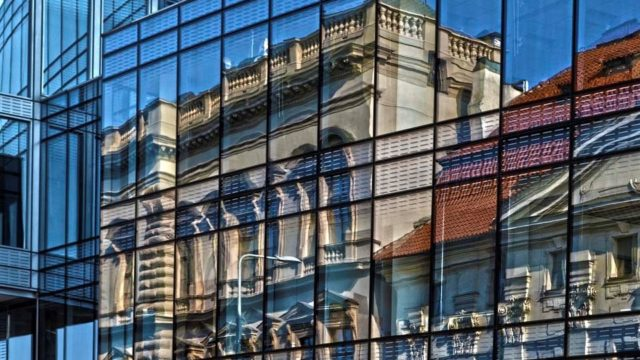 edificio-exterior-espejo-de-lena-sevcikova