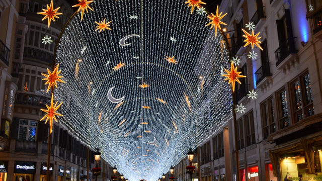 tunnel-of-christmas-lights-on-malagas-calle-larios