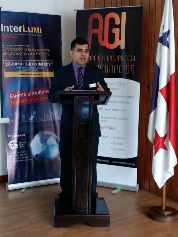 Rafael Galue, representante de America Expo Group (AEG), presentó las últimas novedades de InterLumi Panamá.