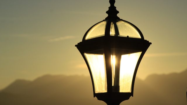 street-lamp-1850031_1920