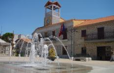 Ayuntamiento_y_fuente_en_Moralzarzal