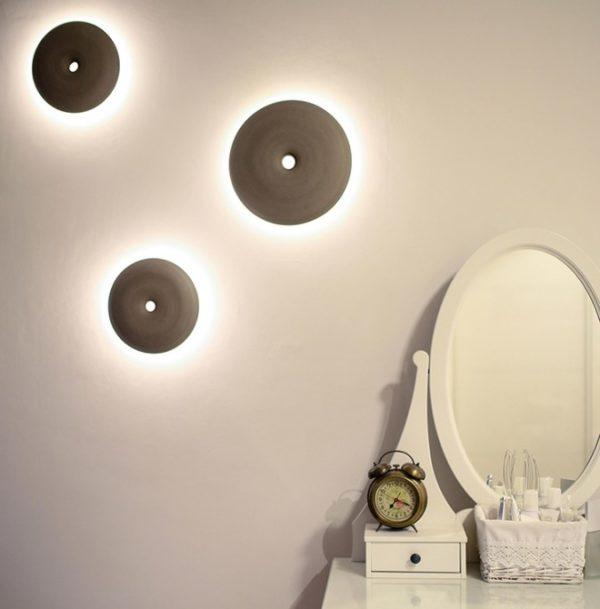 En Studio Mabua crean originales lámparas artesanales de cerámica con una rueda de alfarero y chapa de madera.