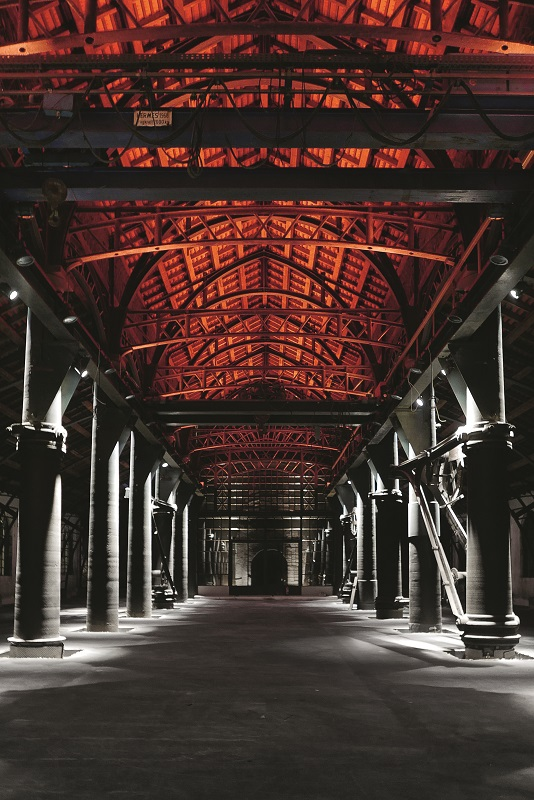Sayn Foundry Iron Works, en Alemania; de Johannes Roloff y Stephanie Jochem (Licht Kunst Licht AG)