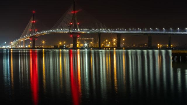 iluminación cromática - puente de la constitución