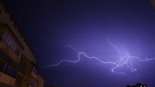 control electrico, control electrico industrial, Phoenix Contact, sobretensiones, tormentas, rayos, protección sobretensiones