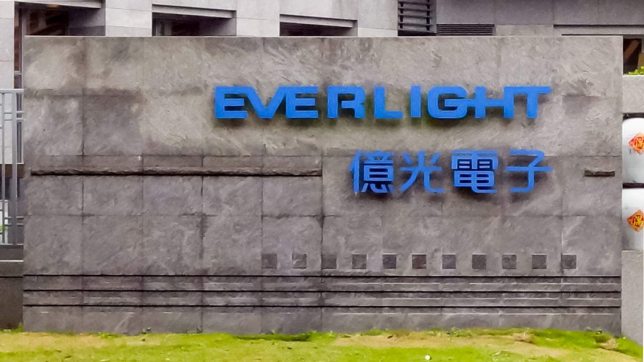 Everlight, Nichia, patentes